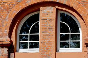 Напіваркове напівкосокутнє вікно Модерн