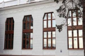 Вікно під старовину від модерн у Будинку